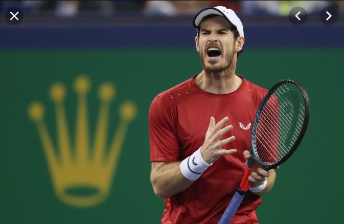 Andy Marrey krzyczy podczas meczu na korcie tenisowym