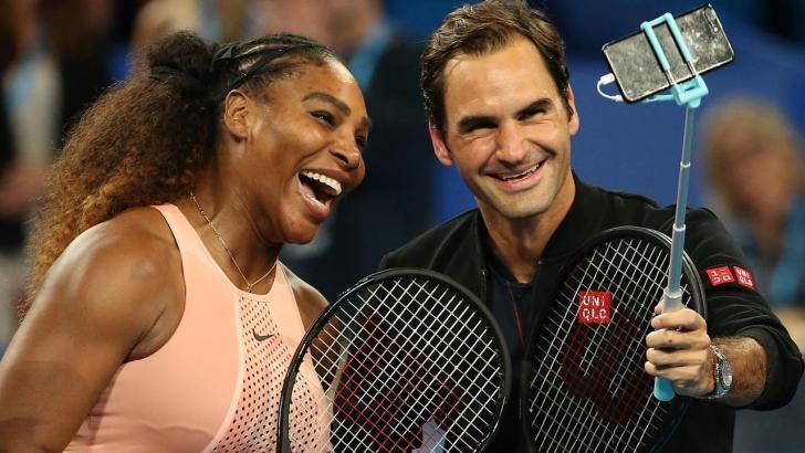 Serena Williams i Roger Federer robią selfie na korcie tenisowym