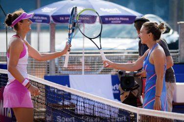Simona Halep po zakończonym meczu z przeciwniczką dziękuje za mecz