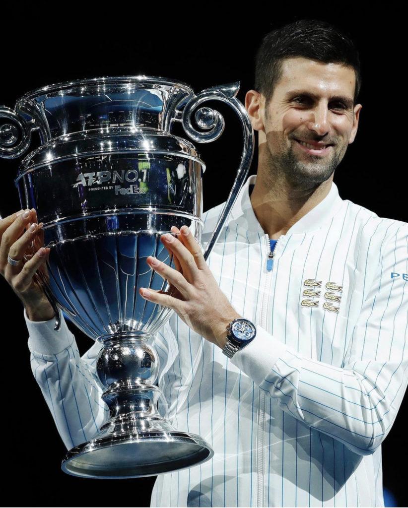 Novak Djokovic z pucharem po wygranej Australia Open