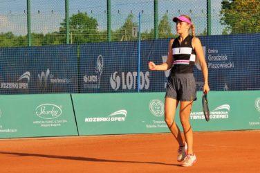 Anastasiya Shoshyna na kortcie tenisowym